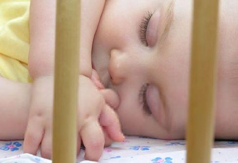 bebé no duerme