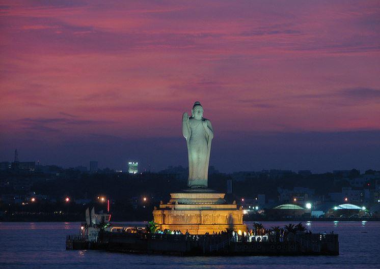 Hussain Sagar Estatua de Buda