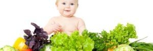 Alimentos nutritivos para bebés: banana pisada y puré de manzana